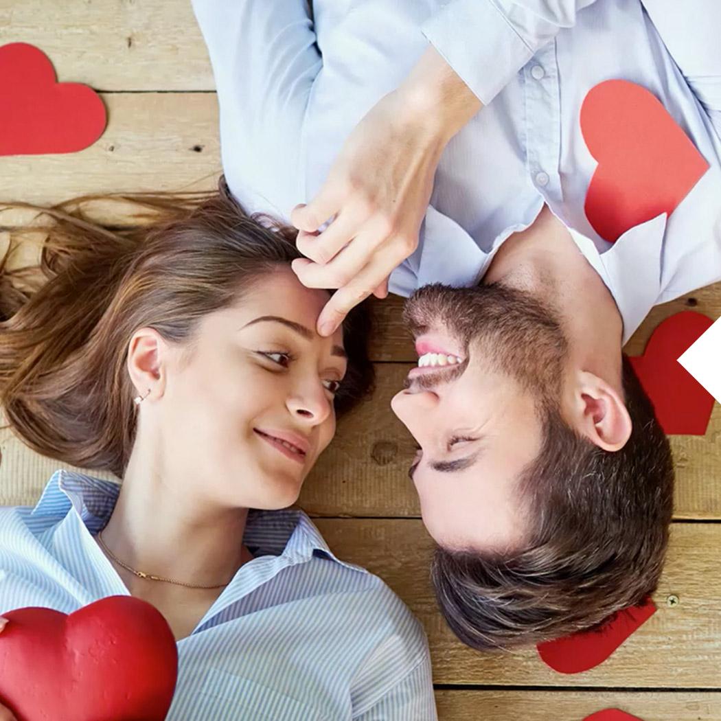 Valentinstag Geschenke Paar mit Herzen