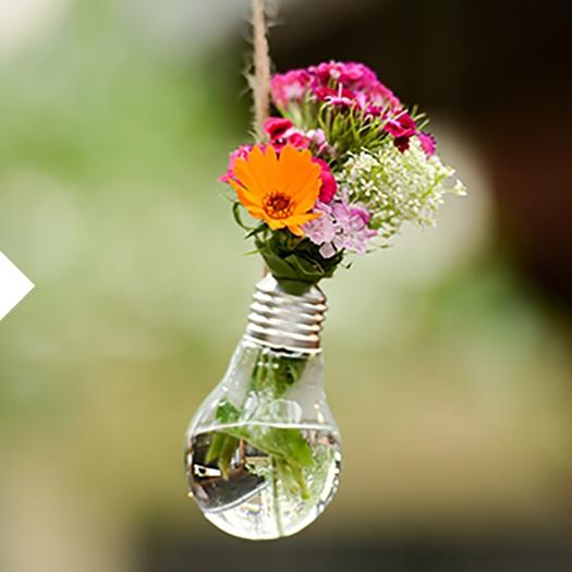 Minimalismus Glühbirne als Blumenvase