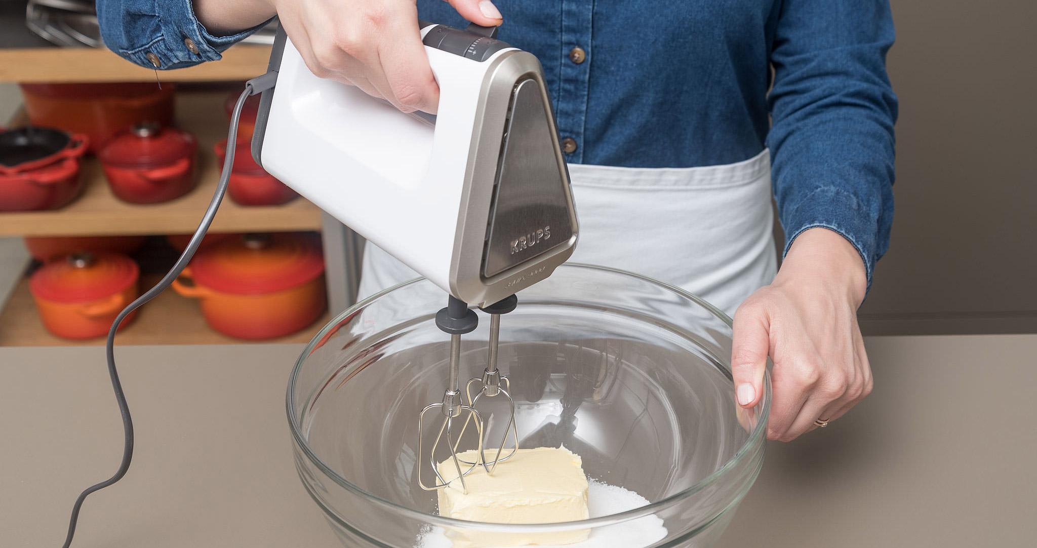 Erdbeer-Streuselkuchen Butter Schüssel