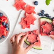 Kochen mit Kindern Melone ausstechen