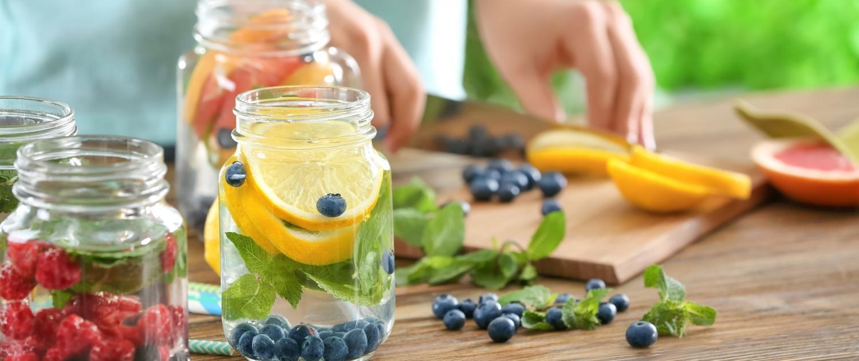 Infused Water Detox Wasser mit Früchten