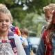 Schulstart Kinder mit Schulranzen
