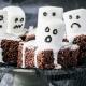 Halloween Rezepte Gespenster-Brownies Marshmallows