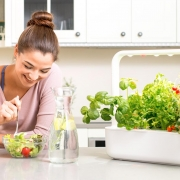 Emsa Garden Frau isst Salat