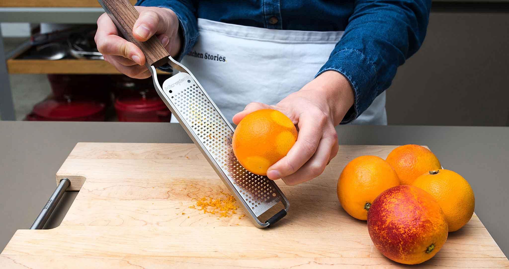Blutorangen Kuchen Orangenschale abreiben
