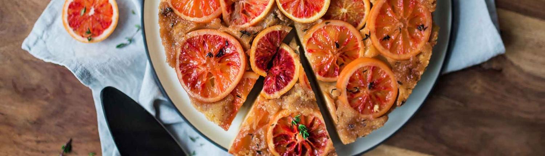 Gestürzter Blutorangen-Thymian-Kuchen wie Tarte Tatin