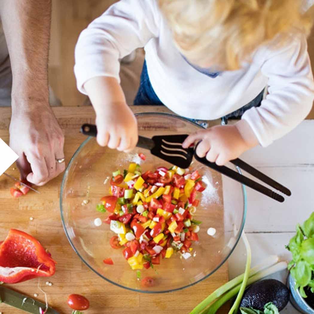 Salat mit Kindern zubereiten