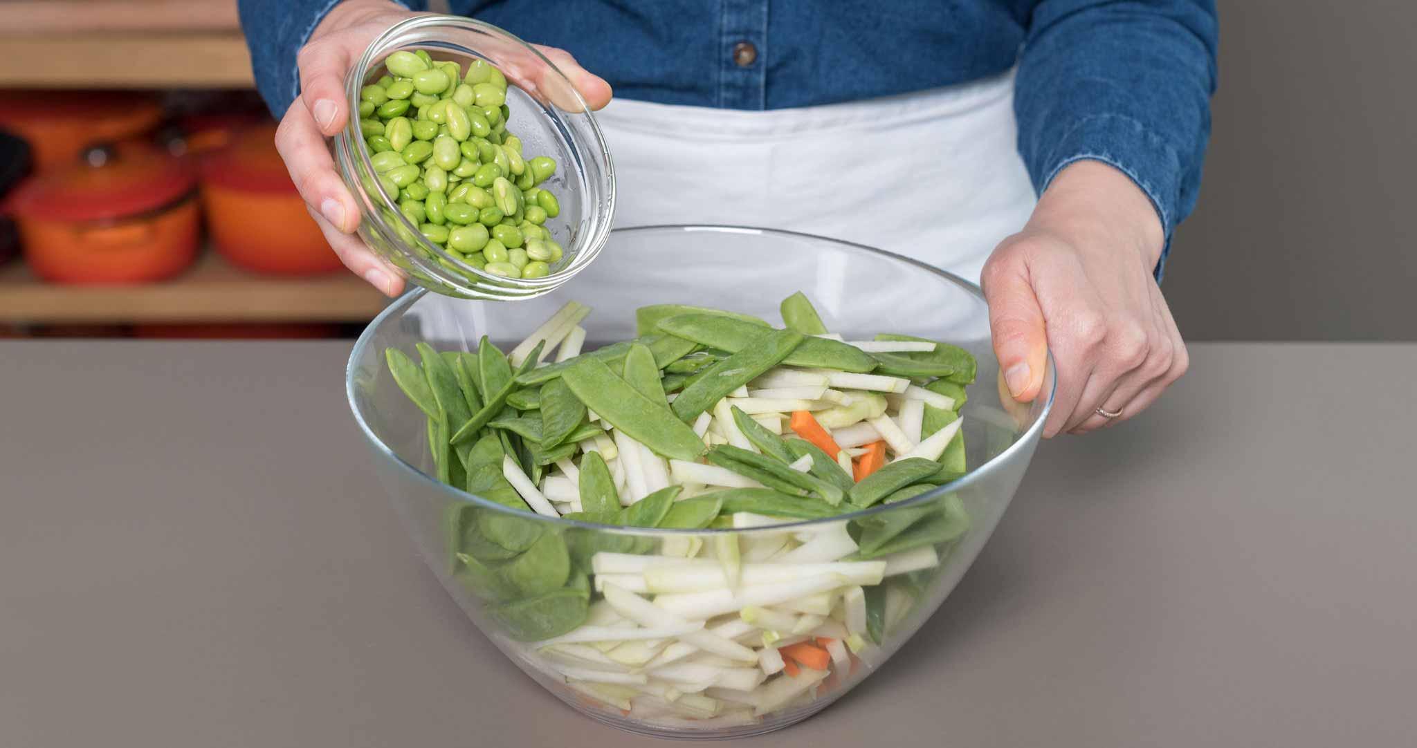 Asiatischer Salat Schüssel Bohnen
