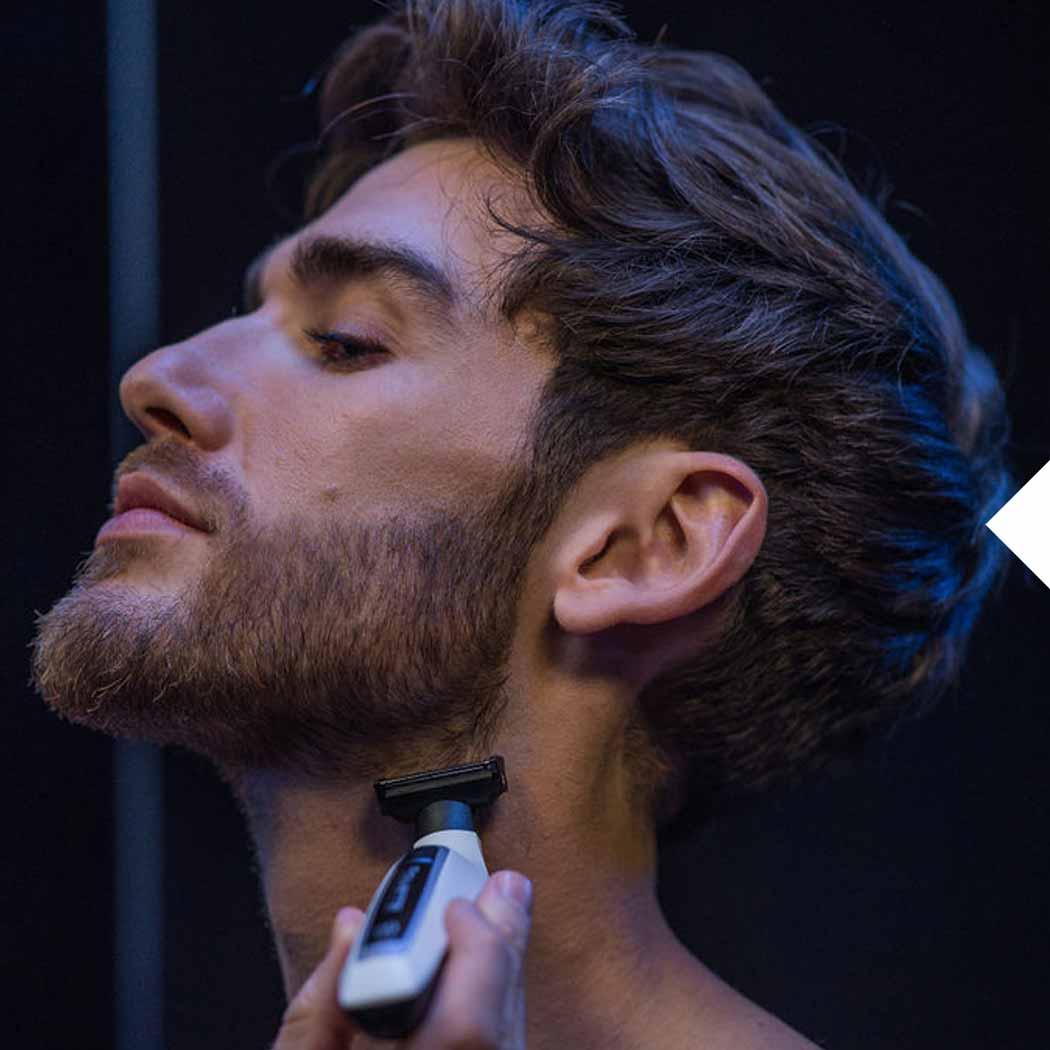 Bartschneider Mann mit Rasierer
