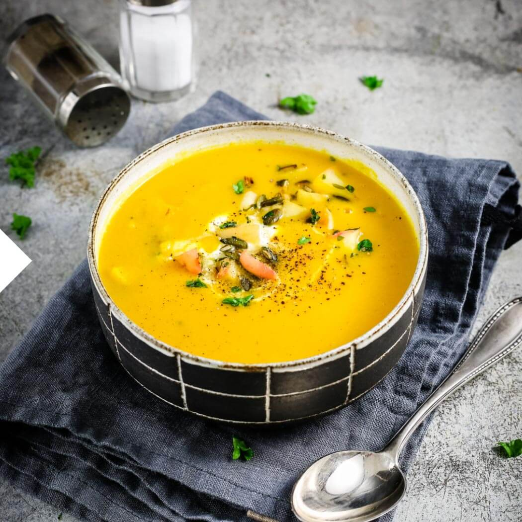 Saisonal August Apfel-Suppe