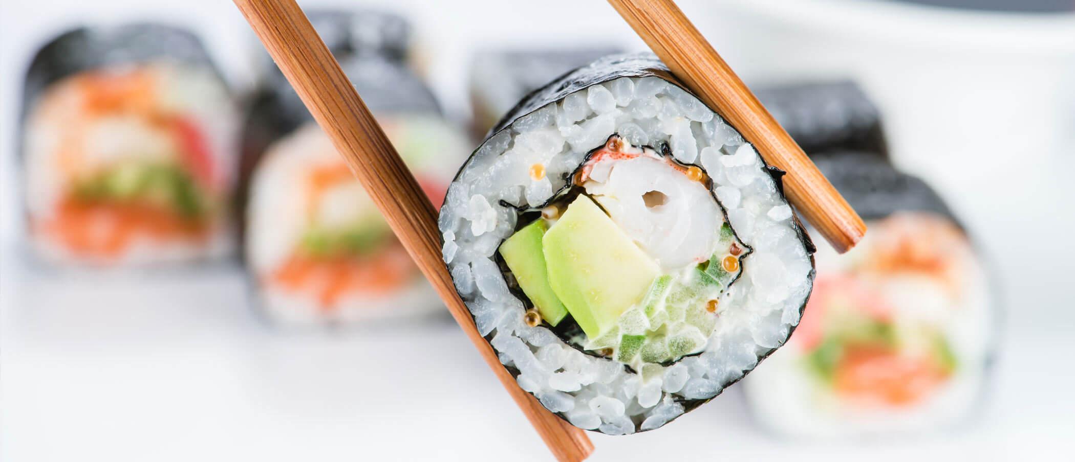 Sushi Sushirolle Essstäbchen